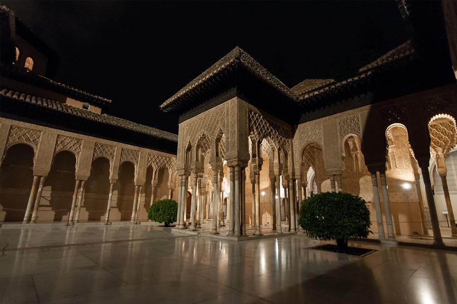 Granada-Alhambra-Nacht-10