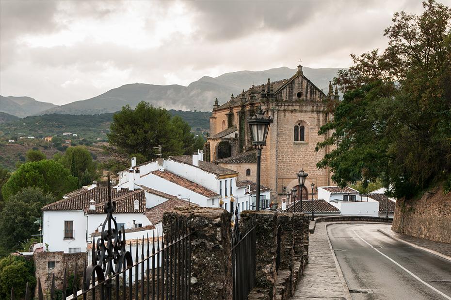 Ronda-Kirche-mit-Straße