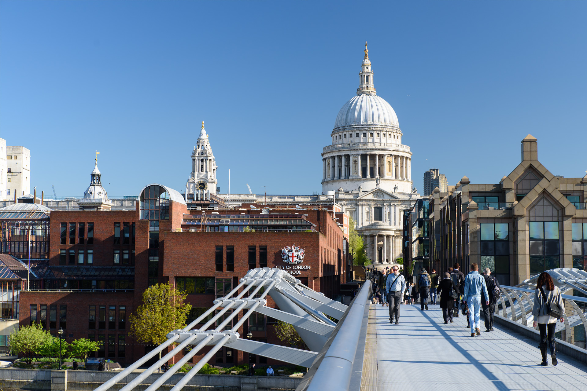 Millenium Bridge mit St Paul's Cathedral
